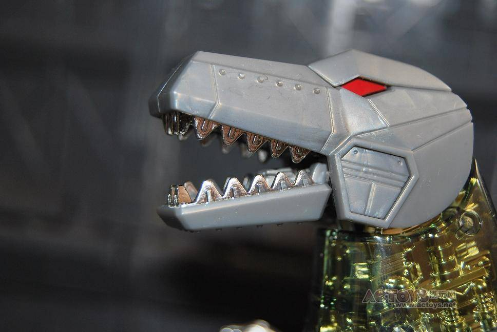 hasbro Masterpiece Grimlock with his flat teeth