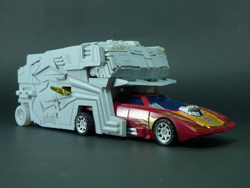 Fansproject Protector Rodimus Prime in vehicle mode