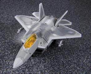 TakaraTomy Masterpiece Movie Starscream in jet mode