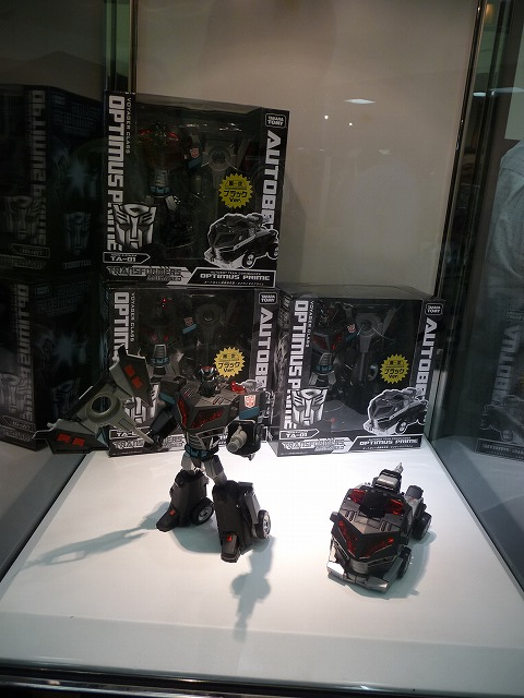 TakaraTomy Black Animated Convoy in the nega-flesh