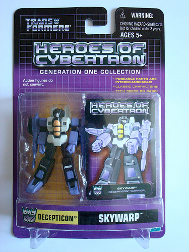 hasbro Heros of Cybertron Skywarp in package