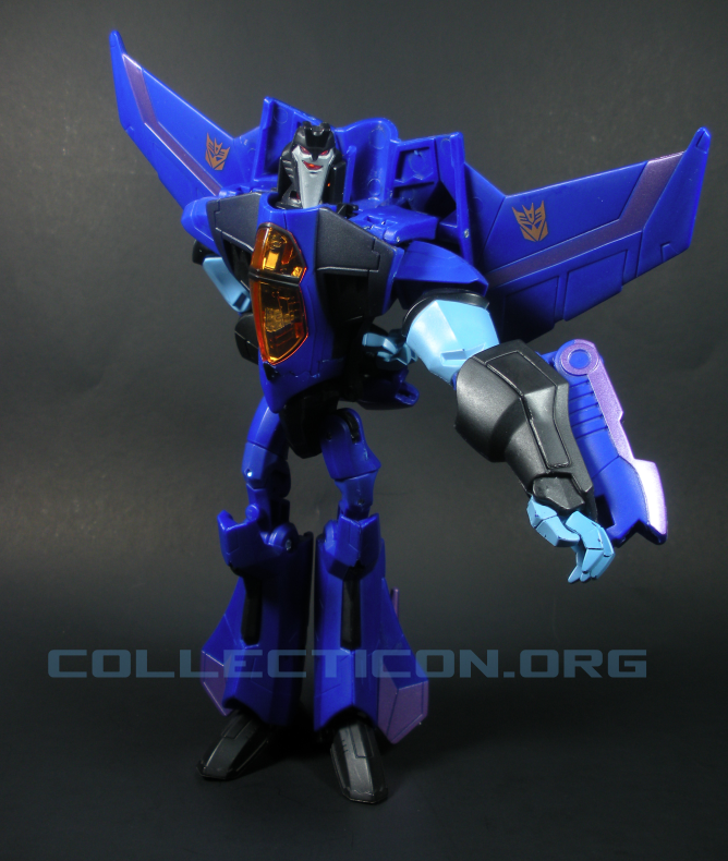 Voyager Animated Thundercracker figure in robot mode blue