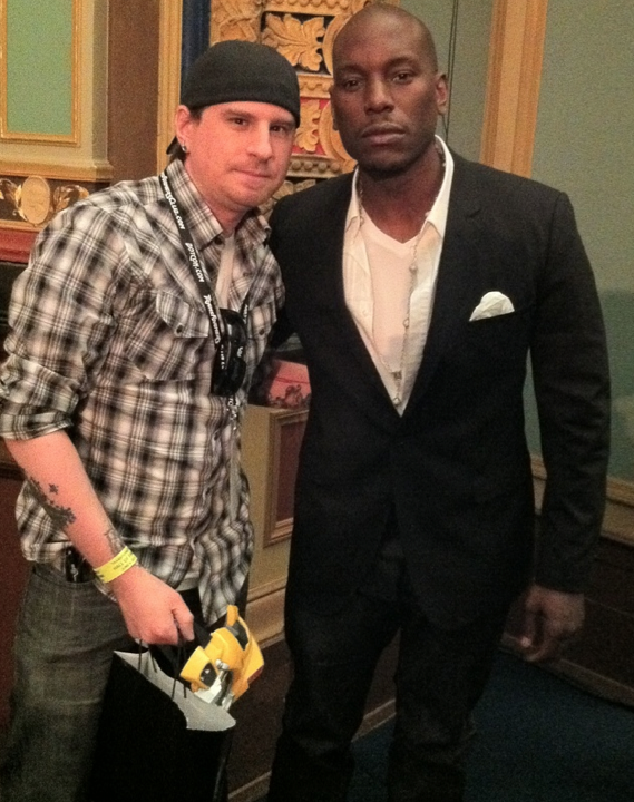 Deceptigtar snaps the only fan photo of Tyrese at Botcon 2011