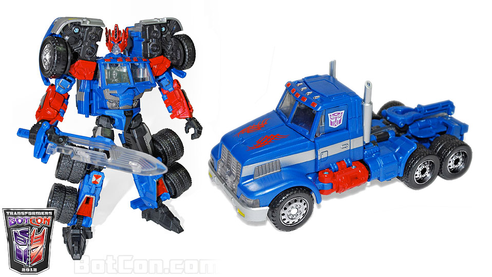 Botcon 2012 Shattered Glass Ultra Magnus toy