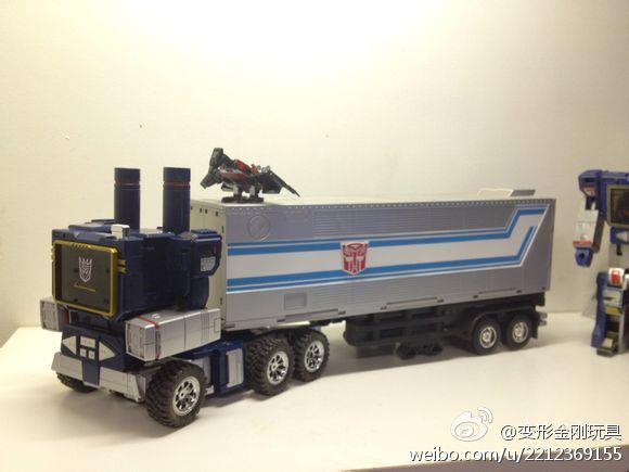 MP13 Soundwave in truck mode Optimus