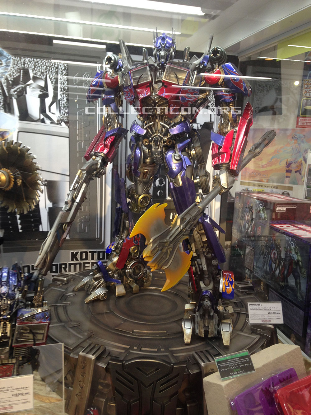 07-dark-of-the-moon-optimus-prime-statue