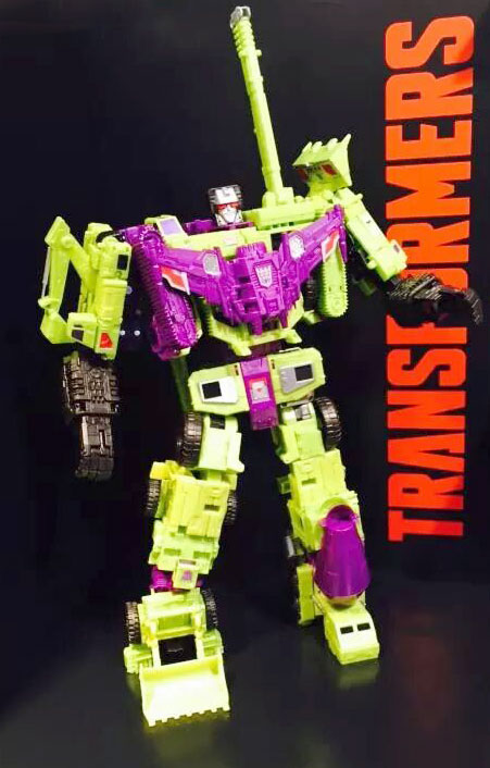 Transformers-Titan-Class-Devastator_nuremburg-toyfair