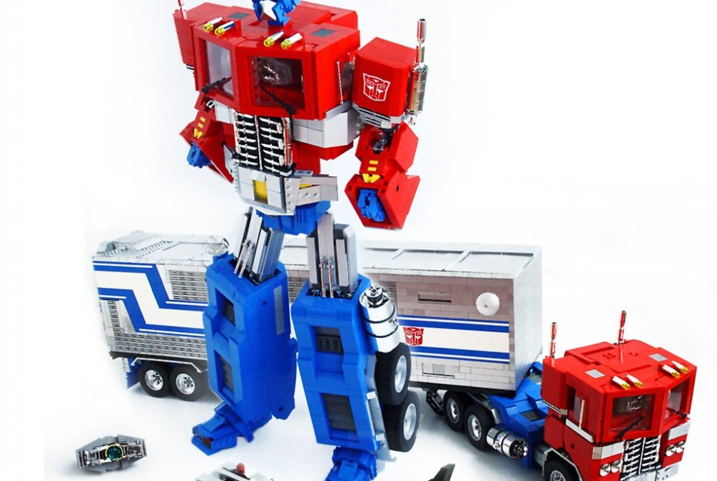 Amazing Lego Optimus Prime with launching Roller and trailer