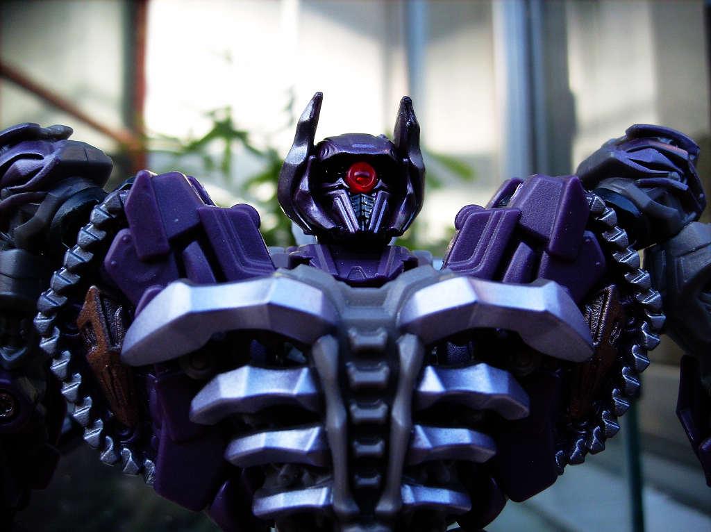 Transformers 3 Dark of the Moon Shockwave robot mode