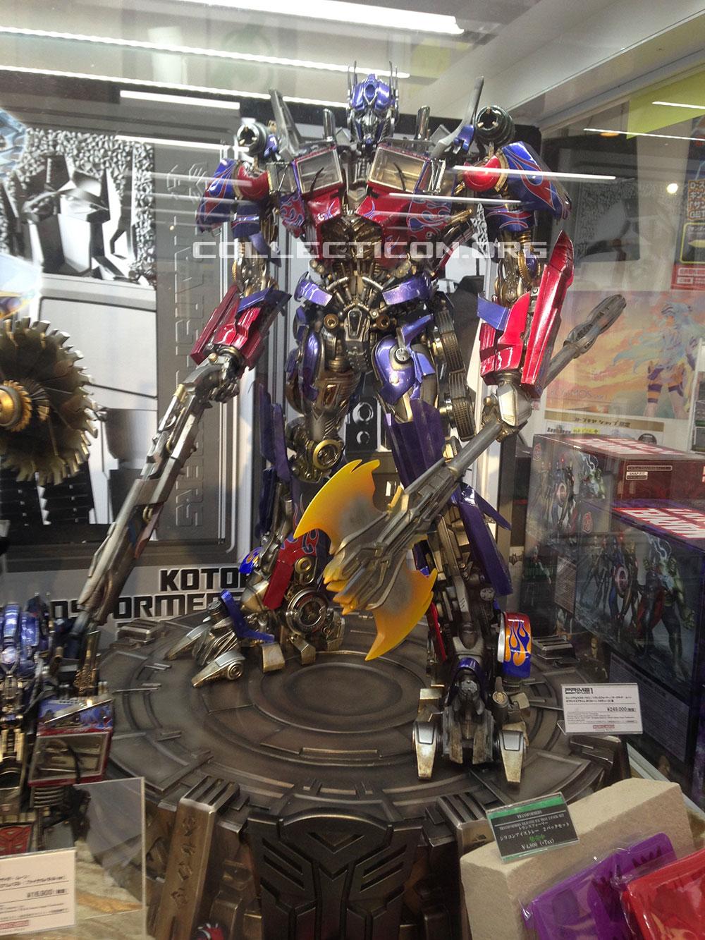 07-dark-of-the-moon-optimus-prime-statue