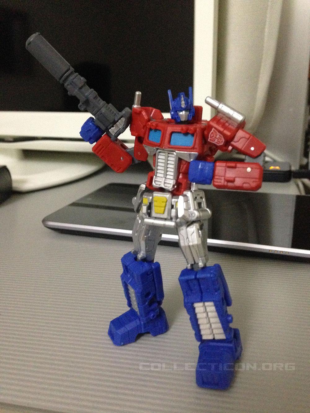 08-optimus-sentinel-pen-robot